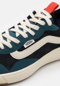 Vans - UA ULTRARANGE EXO UNISEX - Sneakers - atlantic deep/antique white - 5