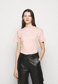Holzweiler - SUZANA TEE - Print T-shirt - washed pink - 0