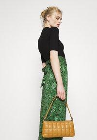 Never Fully Dressed - LEOPARD JASPRE SKIRT - Wrap skirt - green - 3