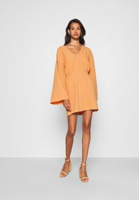 Missguided - TEXTURED PLUNGE FLARE SLEEVE DRESS - Kjole - orange - 1