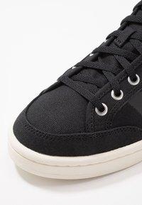 adidas Originals - AMERICANA DECON - Zapatillas altas - core black/core white - 6