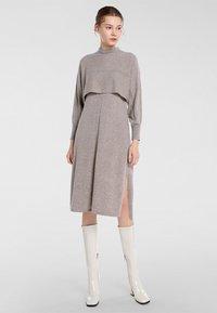 Apart - Robe en jersey - taupe - 1