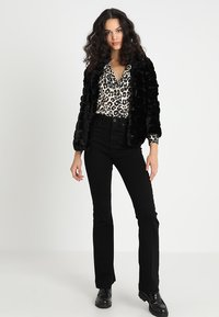 BDG Urban Outfitters - FLARE - Jean flare - black - 1