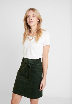 V NECK TEE WITH STRAPS - T-shirt basic - off white