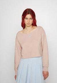 adidas Originals - SLOUCHY CREW - Sweatshirt - ash pearl - 0