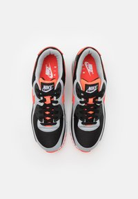 Nike Sportswear - AIR MAX 90 UNISEX - Trainers - black/radiant red-white/wolf grey - 3