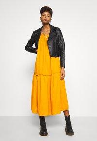 Leon & Harper - RAIA PLAIN - Maxi dress - curry - 1