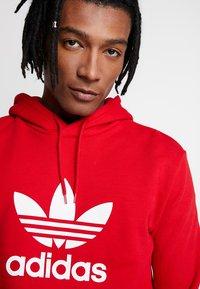 adidas Originals - TREFOIL HOODIE UNISEX - Hoodie - scarlet/white - 3