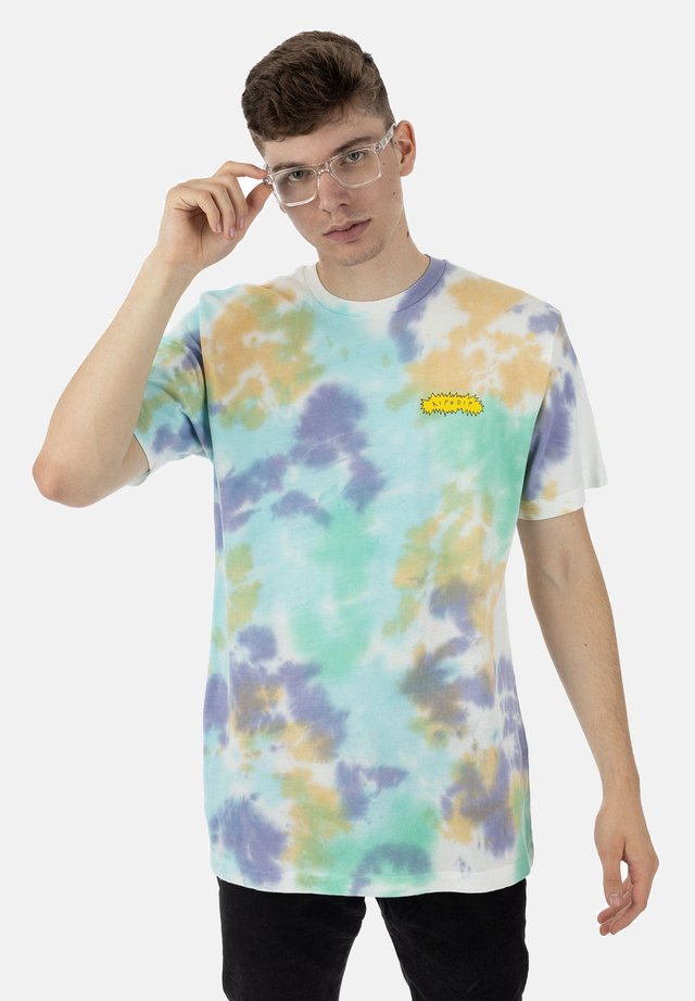 T-shirt print - multi cloud wash