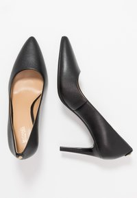 MICHAEL Michael Kors - DOROTHY FLEX - Klassiska pumps - black - 3