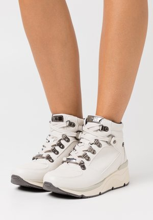 High-top trainers - ice