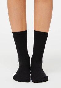 OYSHO - 5 PAIRS OF COTTON SOCKS - Socks - black - 1