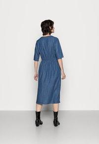 Thought - ESTHER TIE WAIST DRESS - Denimové šaty - chambray blue - 2