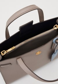 Tory Burch - WALKER TRIPLE COMPARTMENT SATCHEL - Handbag - gray heron - 2