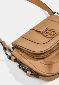 Esprit - Across body bag - camel - 3