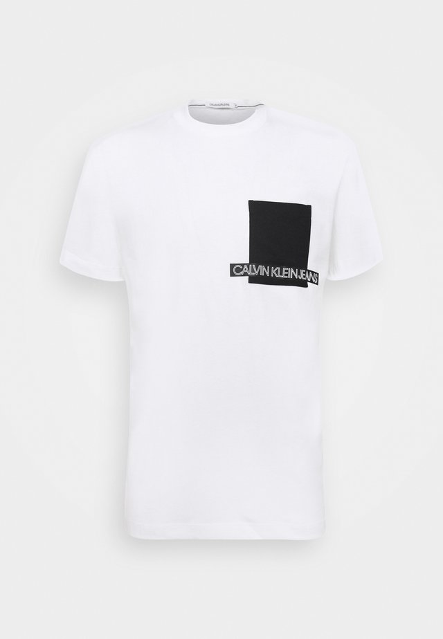 INSTIT CONTRAST POCKET TEE - T-shirt con stampa - bright white