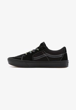 UA COMFYCUSH SK8-LOW - Sneakers basse - black/black