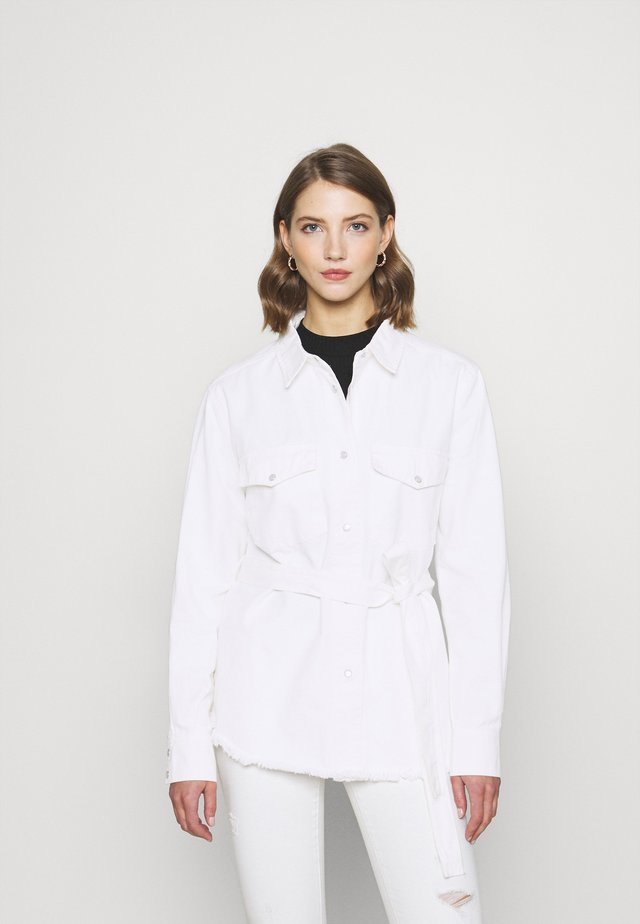 BELTED WORKER - Bluser - white