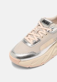 Diesel - S-HERBY LC - Trainers - silver - 7
