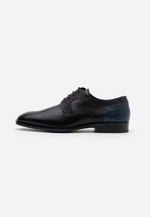 GILBERT - Elegantní šněrovací boty - schwarz/ocean