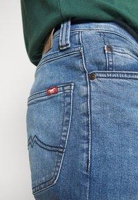 Mustang - TRAMPER - Jeans Tapered Fit - denim blue - 6