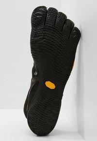 Vibram Fivefingers - KSO EVO - Minimalist running shoes - black - 4