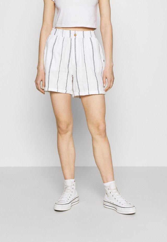 DIAMOND GLOW - Shorts - snow white