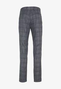Isaac Dewhirst - BLUE CHECK 3PCS SUIT SUIT - Suit - blue - 6