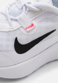 Nike Sportswear - REPOSTO UNISEX - Tenisky - white/black/flash crimson/game royal - 5