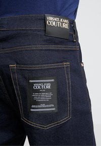 Versace Jeans Couture - PANTALONE - Jeans relaxed fit - indigo - 4
