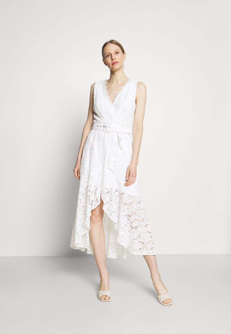 Guess - RANDA DRESS - Vestido de cóctel - true white