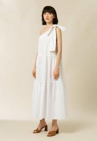 IVY & OAK - Maxi dress - bright white - 0