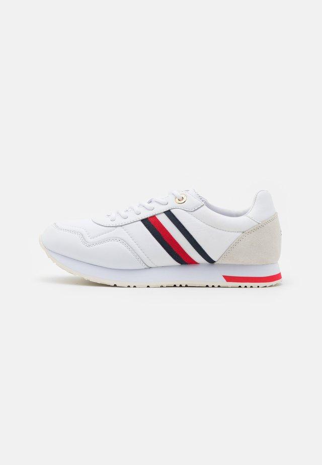 CASUAL CITY RUNNER - Sneakersy niskie - white
