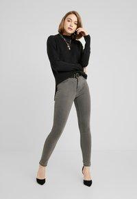 ONLY - ONLFHI MAX LIFE BOX - Jeans Skinny Fit - grey denim - 1