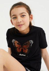 WE Fashion - MEISJES  - Print T-shirt - black - 1