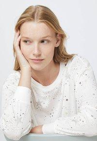 OYSHO - STAR  - Nattøj trøjer - white - 3
