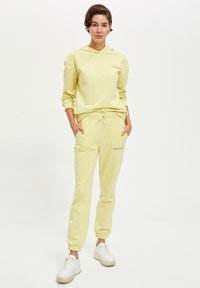 DeFacto Fit - Tracksuit bottoms - yellow - 1