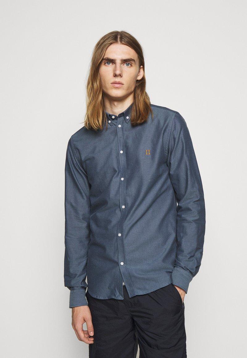 Les Deux - Shirt - blue fog/dark navy