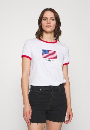 AMERICANA TEE - Print T-shirt - fresh white
