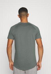 Jack & Jones - JJECURVED TEE O NECK - T-shirt - bas - sedona sage - 2