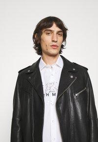John Richmond - SHIRT TOLGAX - Shirt - white - 4