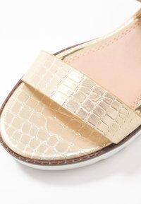 Head over Heels by Dune - KYE - Sandály na platformě - gold - 2