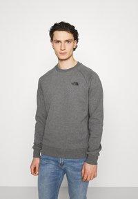 The North Face - RAGLAN REDBOX CREW NEW  - Sweatshirt - medium grey heather - 2