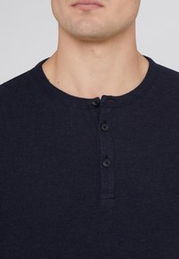 BOSS - TRIX - T-shirt à manches longues - dark blue - 4
