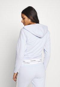Calvin Klein Underwear - MODERN LOUNGE FULL ZIP HOODIE - Pyžamový top - ice pulp - 2