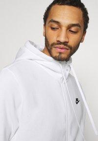 Nike Sportswear - CLUB HOODIE - Tröja med dragkedja - white/black - 3