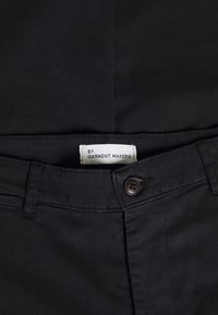 BY GARMENT MAKERS - THE PANTS - Chinos - jet black - 2