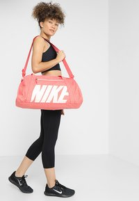 Nike Performance - GYM CLUB - Sac de sport - ember glow/ember glow/washed coral - 1