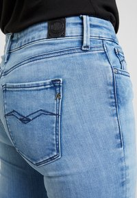 Replay - LUZ HIGH WAIST HYPERFLEX CLOUDS - Jeans Skinny Fit - light blue - 5