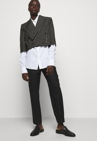 Vivienne Westwood - CROPPED JACKET - Blazer - black - 6